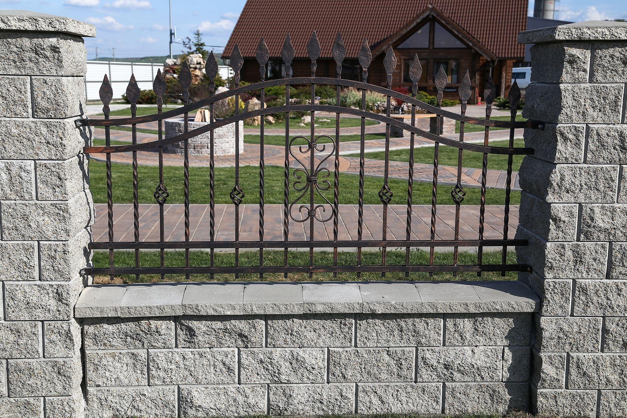 Ziduri-Garduri Symmetrica